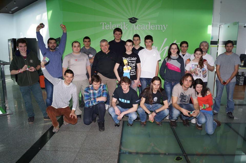 Участници в Rubik's cube bootcamp